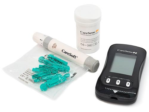 Глюкометр CareSens N имеет полную начальную комплектацию.