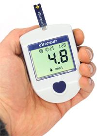 Глюкометр eBsensor удобно держать в руке